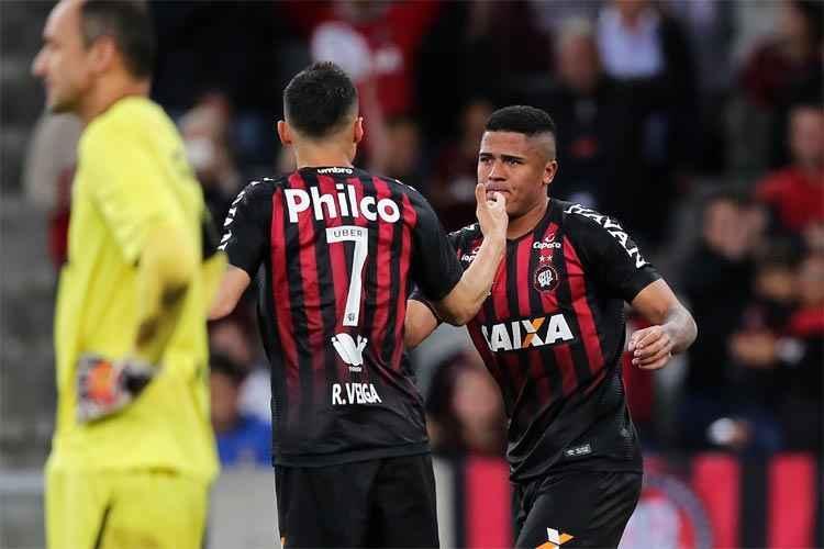 Sport não segura pressão do Atlético-PR, perde Magrão por lesão e acaba goleado em Curitiba