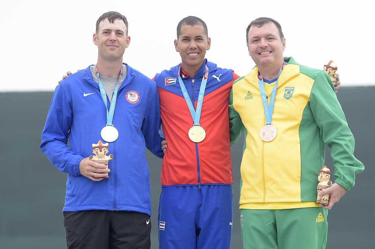 Julio Almeida conquista o bronze em Lima e fica a uma posição da vaga olímpica no tiro esportivo